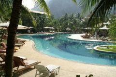 En poolbild till från hotellet