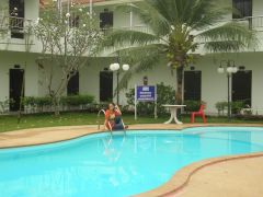 Pool vid hotell