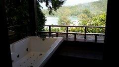 """Badkar på balkongen! Synd att """"juccuzeriet"""" inte fungerade bara...."""