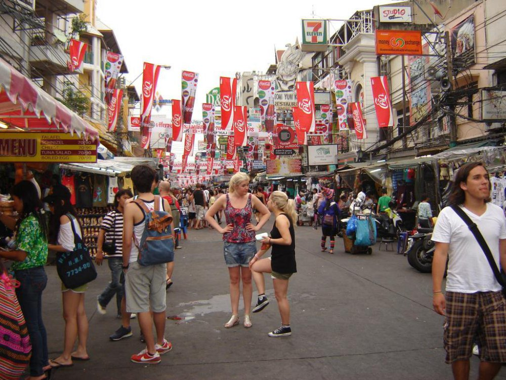 tourists-in-khaosan-road.jpg